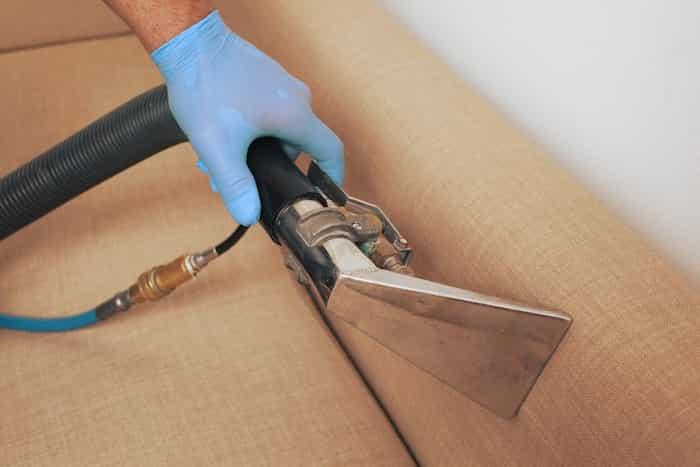Desinfección y limpieza de mobiliario