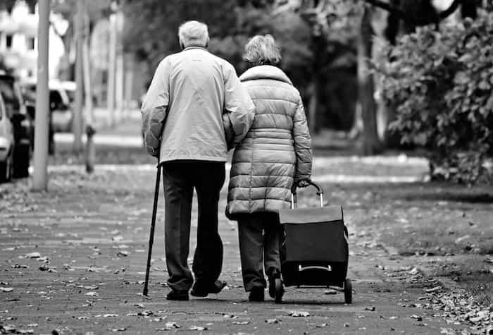 Protección de los ancianos medinate la limpieza y desinfección de las residencias