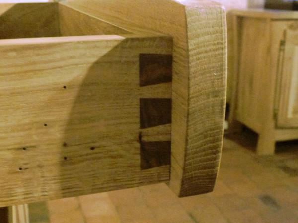 Agujeros producido por la carcoma en la madera