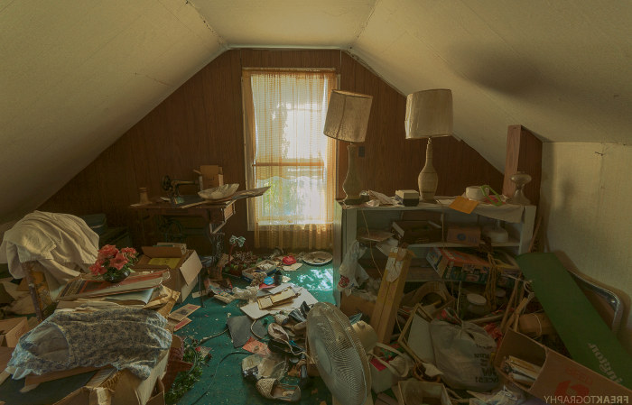 Habitación de una casa ocupada y lista para realizar una limpieza de choque