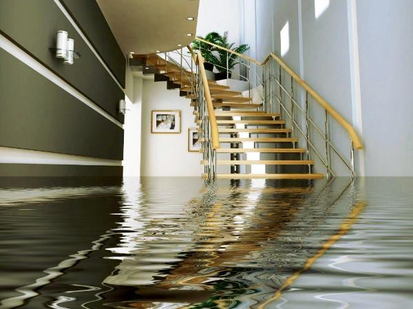 Piso inundado para limpiar